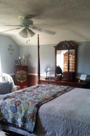 Master Bedroom 010